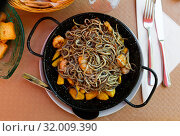 Traditional Spanish dish Gulas y Gambas. Стоковое фото, фотограф Яков Филимонов / Фотобанк Лори