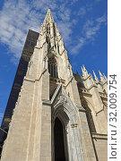Купить «Cathedral of St. Patrick (1879), decorated Neo-Gothic-style Roman Catholic cathedral church, prominent landmark of New York City», фото № 32009754, снято 12 мая 2019 г. (c) Валерия Попова / Фотобанк Лори