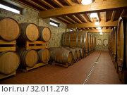 Купить «Бочки с вином в старом погребе», фото № 32011278, снято 13 мая 2014 г. (c) Наталья Волкова / Фотобанк Лори