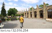 Купить «Кисловодск, Нарзанная галерея», видеоролик № 32016254, снято 10 июня 2019 г. (c) Валерий Шилов / Фотобанк Лори