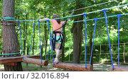 Купить «Верёвочный парк в Кисловодске», видеоролик № 32016894, снято 10 июня 2019 г. (c) Валерий Шилов / Фотобанк Лори