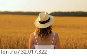 Купить «woman in straw hat on cereal field in summer», видеоролик № 32017322, снято 4 августа 2019 г. (c) Syda Productions / Фотобанк Лори
