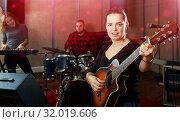 Happy guitar player and singer with band. Стоковое фото, фотограф Яков Филимонов / Фотобанк Лори