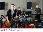 Купить «Modern guitar player and singer with band», фото № 32019618, снято 26 октября 2018 г. (c) Яков Филимонов / Фотобанк Лори
