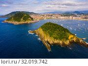 Купить «Aerial view of San-Sebastian and Beach of La Concha at sunny day», фото № 32019742, снято 16 июля 2019 г. (c) Яков Филимонов / Фотобанк Лори