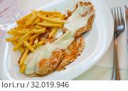 Pork tenderloins with fried potatoes. Стоковое фото, фотограф Яков Филимонов / Фотобанк Лори