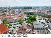 Купить «Вид на город с высоты птичьего полета в солнечный день летом. Мюнхен. Бавария. Германия», фото № 32020622, снято 18 июня 2019 г. (c) E. O. / Фотобанк Лори