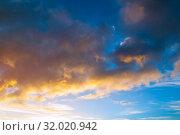 Купить «Голубое небо с золотыми облаками. Небесный пейзаж.Blue sky background - picturesque colorful clouds lit by sunlight», фото № 32020942, снято 21 ноября 2018 г. (c) Зезелина Марина / Фотобанк Лори
