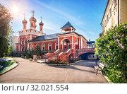 Сергиевская церковь монастыря Sergievskaya Church of the Vysokopetrovsky monastery (2019 год). Стоковое фото, фотограф Baturina Yuliya / Фотобанк Лори