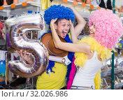 Купить «Family is having fun in colorful clown wigs», фото № 32026986, снято 11 апреля 2017 г. (c) Яков Филимонов / Фотобанк Лори