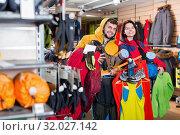 Купить «Smiling family demonstration new tourist assortiment», фото № 32027142, снято 8 марта 2017 г. (c) Яков Филимонов / Фотобанк Лори