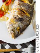 Купить «Whole baked dorada with vegetable garnish», фото № 32027326, снято 26 августа 2019 г. (c) Яков Филимонов / Фотобанк Лори