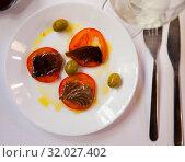 Купить «Top view of sarda with tomato», фото № 32027402, снято 28 мая 2020 г. (c) Яков Филимонов / Фотобанк Лори