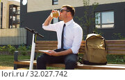 Купить «businessman writing to notebook sitting on bench», видеоролик № 32027742, снято 5 августа 2019 г. (c) Syda Productions / Фотобанк Лори
