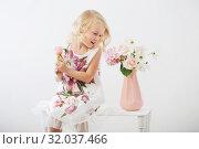 Купить «beautiful little blonde girls with flowers on white background», фото № 32037466, снято 15 августа 2019 г. (c) Майя Крученкова / Фотобанк Лори