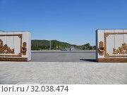 Купить «Gate to Kumsusan, Pyongyang, North Korea», фото № 32038474, снято 2 мая 2019 г. (c) Знаменский Олег / Фотобанк Лори