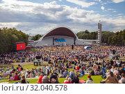 Tallinn, Estonia - JUL 06, 2019: People on concert of Tallinn Song Festival Grounds. Редакционное фото, фотограф Юлия Кузнецова / Фотобанк Лори