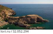 Aerial video view of resort village Bali and Karavostasis beach. Crete, Greece (2019 год). Стоковое видео, видеограф Serg Zastavkin / Фотобанк Лори