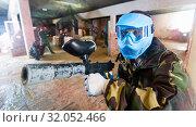 Купить «Portrait of blue team player who is aiming in opponents on paintball field.», фото № 32052466, снято 10 июля 2017 г. (c) Яков Филимонов / Фотобанк Лори