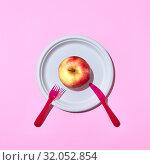 Купить «Fresh apple on a plate served with plastic knife and fork», фото № 32052854, снято 9 апреля 2020 г. (c) Ярослав Данильченко / Фотобанк Лори