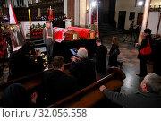 Warsaw, Poland 17.04.2010. The funeral procession across the Old Town for late President Lech Kaczynski and Maria Kaczynska. Редакционное фото, фотограф BE&W AGENCJA FOTOGRAFICZNA SP. / age Fotostock / Фотобанк Лори