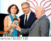 August 4, 2015 Warsaw, Poland. The Solidarity Prize Gala. Pictured: Lech Walesa, Bronislaw Komorowski, Zhanna Nemtsowa. Редакционное фото, фотограф Brykczynski Donat / age Fotostock / Фотобанк Лори