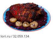 Купить «Beer pork knuckle with braised cabbage», фото № 32059134, снято 15 октября 2019 г. (c) Яков Филимонов / Фотобанк Лори