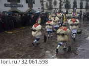 The Joaldunak are the main characters participating in the Carnival of Ituren (Navarra) touring its streets with cowbells. (2019 год). Редакционное фото, фотограф Joaquín Gómez / age Fotostock / Фотобанк Лори