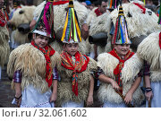 Children in their Joaldunak costumes also participate in the Ituren carnival. (2019 год). Редакционное фото, фотограф Joaquín Gómez / age Fotostock / Фотобанк Лори