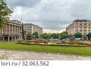 Купить «Square with a fountain, Belgrade, Serbia», фото № 32063562, снято 17 июня 2019 г. (c) Boris Breytman / Фотобанк Лори
