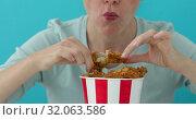 Купить «Girl eating chicken wings», видеоролик № 32063586, снято 22 августа 2019 г. (c) Ekaterina Demidova / Фотобанк Лори