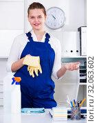 Купить «Female office cleaner is talking while cleaning the cabinet», фото № 32063602, снято 9 июня 2017 г. (c) Яков Филимонов / Фотобанк Лори