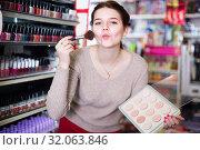 Купить «Teenage girl is searching for reliable compact powder», фото № 32063846, снято 21 февраля 2017 г. (c) Яков Филимонов / Фотобанк Лори