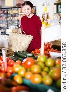 Купить «Girl buys tomatoes», фото № 32063858, снято 1 марта 2017 г. (c) Яков Филимонов / Фотобанк Лори