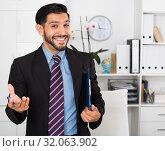 Купить «Smiling man is talking about contract», фото № 32063902, снято 29 июля 2017 г. (c) Яков Филимонов / Фотобанк Лори