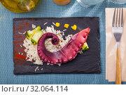 Купить «Octopus with rice served with paprika», фото № 32064114, снято 19 октября 2019 г. (c) Яков Филимонов / Фотобанк Лори
