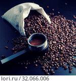 Купить «Still life with roasted coffee beans, canvas bag and holder from espresso machine.», фото № 32066006, снято 21 ноября 2019 г. (c) easy Fotostock / Фотобанк Лори