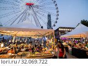 The Ferris Wheel of the Asiatique Riverfront Nightmarket in the city of Bangkok in Thailand. Thailand, Bangkok, November, 2017. Стоковое фото, фотограф Zoonar.com/URS FLUEELER / age Fotostock / Фотобанк Лори