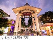 A Gate to the Asiatique Riverfront Nightmarket in the city of Bangkok in Thailand. Thailand, Bangkok, November, 2017. Стоковое фото, фотограф Zoonar.com/URS FLUEELER / age Fotostock / Фотобанк Лори