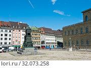 Купить «Дома Мюнхена. Солнечный день летом. Бавария. Германия», фото № 32073258, снято 19 июня 2019 г. (c) E. O. / Фотобанк Лори