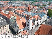 Старая Ратуша (Altes Rathaus) и вид на город с высоты птичьего полета. Летний день. Мюнхен. Бавария. Германия (2019 год). Редакционное фото, фотограф E. O. / Фотобанк Лори