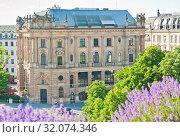 Купить «Neue Börse. Lenbachplatz. Munich. Germany», фото № 32074346, снято 19 июня 2019 г. (c) E. O. / Фотобанк Лори