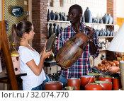 Купить «Pottery seller consulting female customer», фото № 32074770, снято 12 декабря 2019 г. (c) Яков Филимонов / Фотобанк Лори