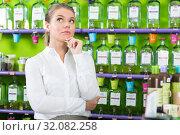 Купить «Girl thinking in perfume shop», фото № 32082258, снято 24 апреля 2018 г. (c) Яков Филимонов / Фотобанк Лори