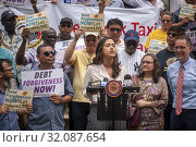 NYC Council Member Carolina Rivera speaks at a press conference with New York taxi drivers and their supporters on the steps of NY City Hall on Thursday... (2019 год). Редакционное фото, фотограф Richard Levine / age Fotostock / Фотобанк Лори