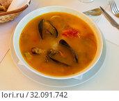 Купить «Shrimp soup with mussels and octopus - Mediterranean cuisine», фото № 32091742, снято 21 ноября 2019 г. (c) Яков Филимонов / Фотобанк Лори