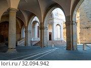 Italy, Bergamo, the arcade of Della Ragione palace. Стоковое фото, фотограф Masci Giuseppe / AGF / age Fotostock / Фотобанк Лори