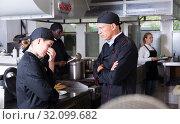 Купить «Angry chef talking to female assistant», фото № 32099682, снято 24 сентября 2018 г. (c) Яков Филимонов / Фотобанк Лори