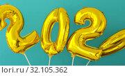 Купить «Gold foil number 2020 celebration balloon», видеоролик № 32105362, снято 24 июля 2019 г. (c) Ekaterina Demidova / Фотобанк Лори
