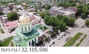 Купить «Aerial panoramic view of modern cityscape of Ozyory overlooking Orthodox Holy Trinity Church, Russia», видеоролик № 32105586, снято 13 мая 2019 г. (c) Яков Филимонов / Фотобанк Лори